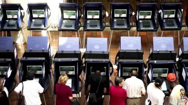Mỹ cho rằng Nga tấn công mạng tổ chức chính trị nhằm can thiệp tiến trình bầu cử. Ảnh: NBCNews
