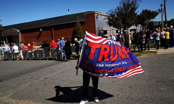 Người ủng hộ ông Trump đến dự một cuộc vận động tranh cử ở thành phố Charlotte, bang Bắc Carolina. Ảnh: New York Times