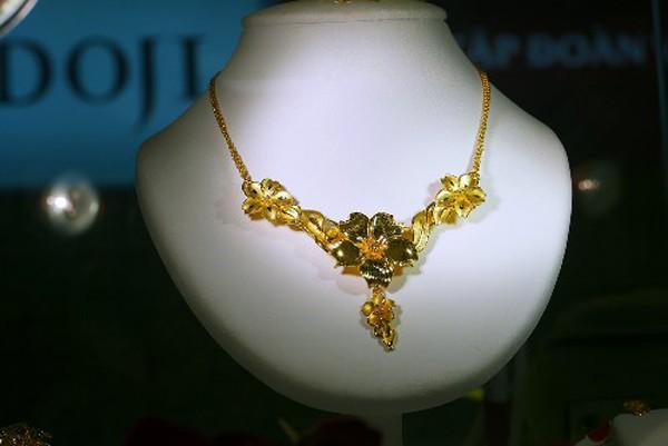 Giá vàng quốc tế vẫn thấp hơn trong nước 1,7 triệu đồng mỗi lượng, nếu tính theo tỷ giá Vietcombank. Ảnh: Q.Đ.