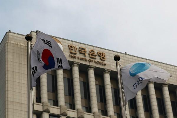 Kinh tế Hàn Quốc được dự báo gặp khó khăn sau hàng loạt sự cố của các tập đoàn hàng đầu.