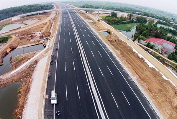 Bộ Giao thông vận tải tính toán, để xây thêm hơn 1.300 km cao tốc Bắc - Nam cần khoảng 230.000 tỷ đồng. Ảnh minh họa: Giang Huy