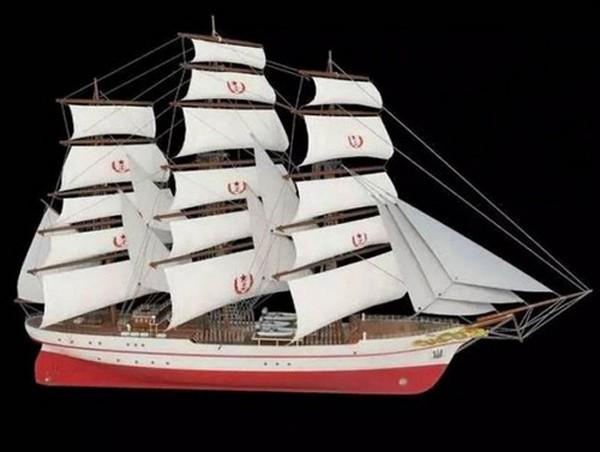 Mô hình tàu buồm huấn luyện đầu tiên của Trung Quốc. Ảnh: navy.81.cn