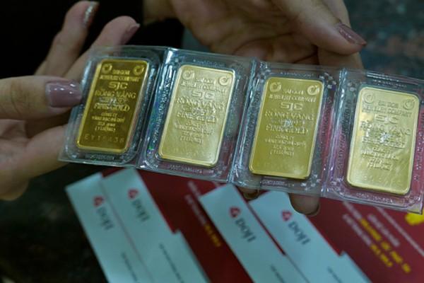 Thị trường vàng miếng trong nước chủ yếu có sự tham gia của nhà đầu tư nhỏ lẻ. Ảnh: Q.Đ.