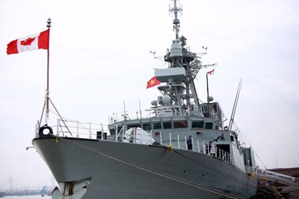 Chiến hạm HMCS Vancouver cập cảng Sài Gòn. Ảnh: Quốc Thắng.