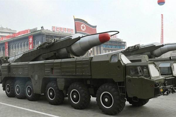 Tên lửa Musudan trong một cuộc duyệt binh tại Bình Nhưỡng. Ảnh: NBC News.