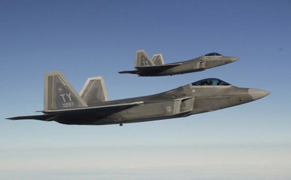 F-22 sẽ nằm trong số các vũ khí được Mỹ triển khai dài hạn tại Đông Á. Ảnh: Japan Times.