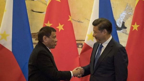 Philippines đang dần ngả về phía Trung Quốc. Ảnh: BBC.