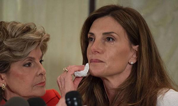 Bà Karena Virginia, phải, bật khóc khi kể về việc bị ông Trump quấy rối. Ảnh: AFP