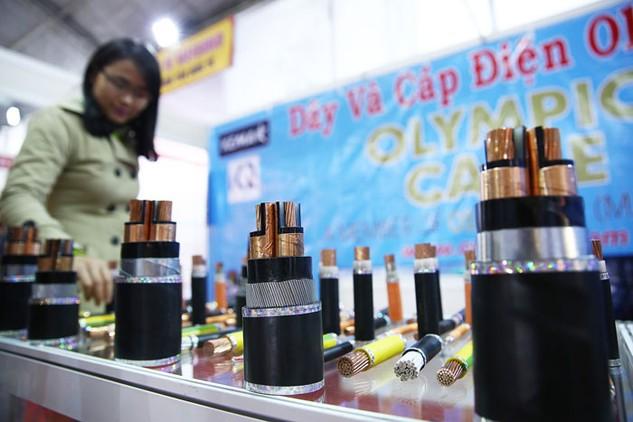 Một số doanh nghiệp trong nước đã kiên trì chứng minh hàng Việt sẽ dần có chỗ đứng trong các gói thầu sử dụng ngân sách nhà nước. Ảnh: Lê Tiên
