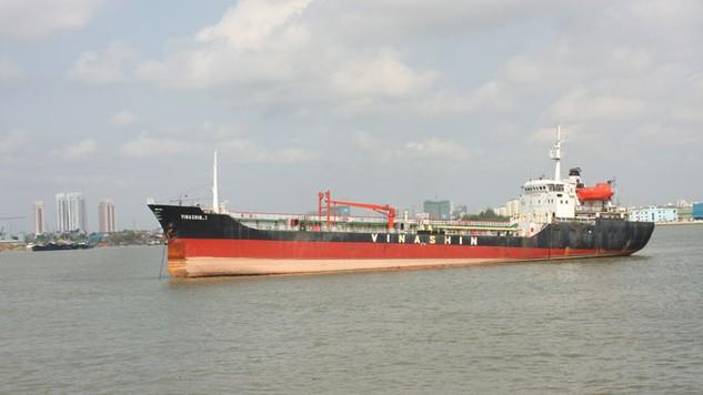 Bằng thủ đoạn đòi hoa hồng, tiền gửi giá khi mua tàu và khai thác kinh doanh cho thuê tàu biển, các đối tượng đã chiếm đoạt của Vinashinlines hơn 260 tỷ đồng. Ảnh: Lê Tiên