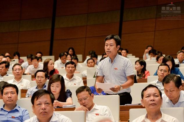 Đại biểu Lê Quân (Đoàn TP. Hà Nội) cho rằng, cần cân nhắc hình phạt đình chỉ pháp nhân thương mại. Ảnh: Trần Kiên