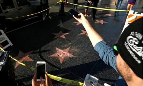 Ngôi sao của Trump ở Đại lộ Danh vọng bị đập vỡ