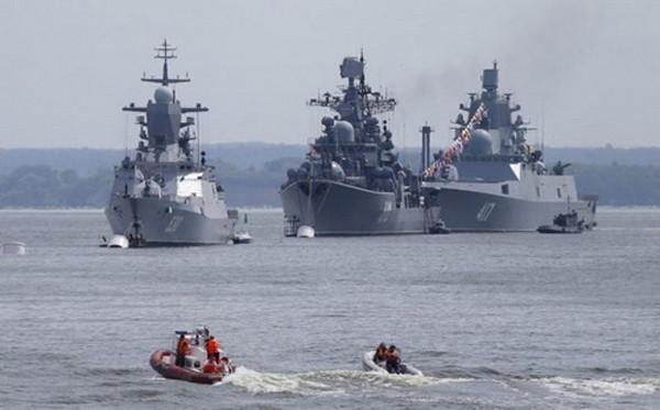 Các tàu khu trục và tàu hộ vệ tên lửa hiện đại của Hạm đội Baltic. Ảnh: Reuters.