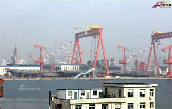 Công trường thi công tàu sân bay nội địa của Trung Quốc. Ảnh: Sina
