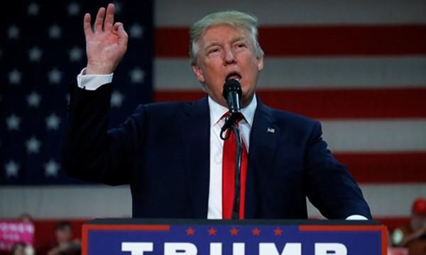 Ứng viên tổng thống đảng Cộng hòa Donald Trump trong sự kiện vận động ở thành phố Springfield, bang Ohio, ngày 27/10. Ảnh: Reuters.