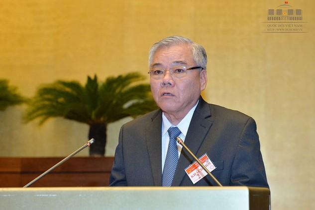 Tổng Thanh tra Chính phủ Phan Văn Sáu trình bày Báo cáo công tác phòng, chống tham nhũng năm 2016 trước Quốc hội ngày 28/10. Ảnh: Trần Tuyết