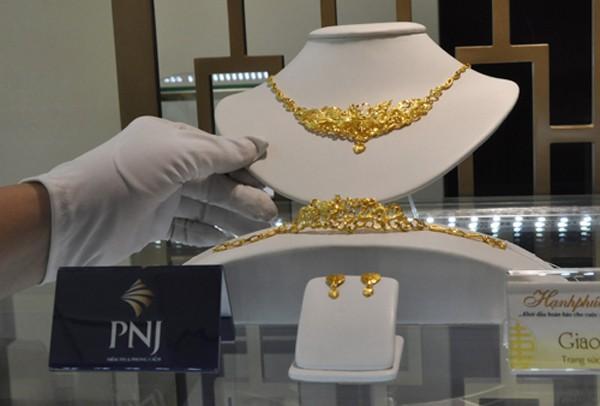 Vàng miếng SJC vẫn cao hơn thế giới (quy đổi theo tỷ giá và chưa kể thuế, phí gia công) khoảng 1,5 triệu đồng. Ảnh: Lệ Chi.