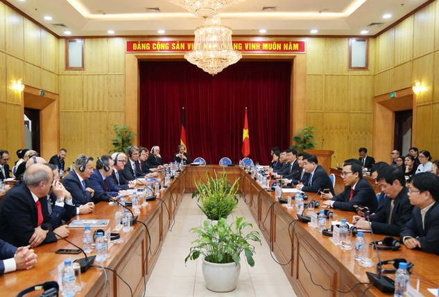 Hội nghị bàn tròn Việt - Đức diễn ra tại Bộ Kế hoạch và Đầu tư chiều ngày 31/10. Ảnh: Đức Trung