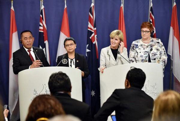 Từ trái sang: Bộ trưởng Quốc phòng Indonesia Ryamizard Ryacudu, Ngoại trưởng Indonesia Retno Marsudi, Ngoại trưởng Australia Julie Bishop và Bộ trưởng Quốc phòng Australia Marise Payne tham dự cuộc họp báo chung tại Sydney năm ngoái. Ảnh: AFP