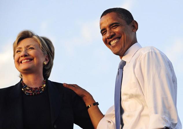 Tổng thống Barack Obama và cựu Ngoại trưởng Hillary Clinton (Ảnh: AFP)
