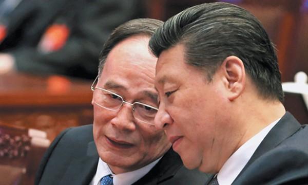 Ông Tập Cận Bình (phải) và đồng minh thân cận Vương Kỳ Sơn. Ảnh:Chinanews