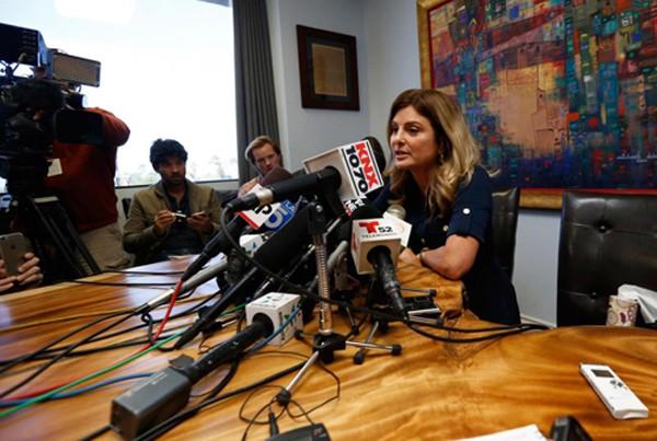 Luật sư Lisa Bloom, đại diện cho người phụ nữ kiện Trump cưỡng hiếp, thông báo về việc hủy họp báo. Ảnh: Reuters