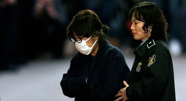 Bà Choi Soon-sil đã bị phát lệnh bắt giữ chính thức hôm nay. Ảnh: Reuters