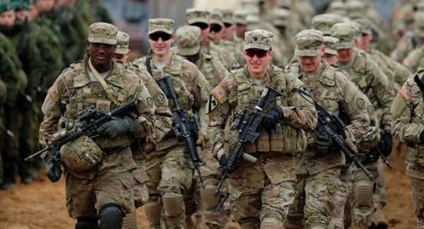 4.000 binh sĩ thuộc Lữ đoàn Tăng thiết giáp số 3 sẽ tới Đông Âu vào mùa đông năm nay. Ảnh: AP.