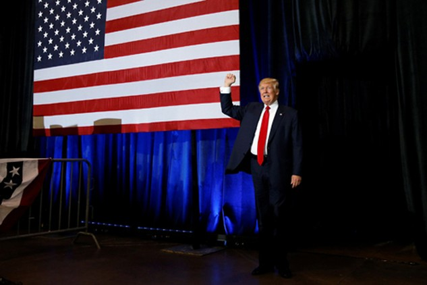 Ông Donald Trump vận động tranh cử ở Tampa, Florida, hôm qua. Ảnh: Reuters