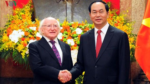 Chủ tịch nước Trần Đại Quang và Tổng thống Michael D. Higgins nhất trí tạo điều kiện thuận lợi và khuyến khích doanh nghiệp hai nước hợp tác đầu tư. Ảnh: VOV
