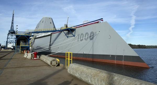 Tàu USS Zumwalt neo đậu tại cảng Baltimore, Mỹ. Ảnh: AFP.