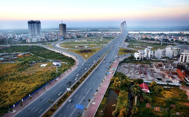Phát triển hệ thống hạ tầng đồng bộ, hiện đại sẽ góp phần đẩy nhanh cơ cấu lại kinh tế. Ảnh: Lê Tiên