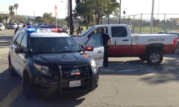 Cảnh sát Mỹ phong tỏa địa điểm bỏ phiếu ở California. Ảnh:New York Post.