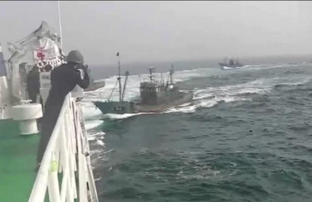 Một trong số các tàu cá Trung Quốc đụng độ với tàu tuần duyên Hàn Quốc hôm 12/11 (Ảnh: Yonhap)