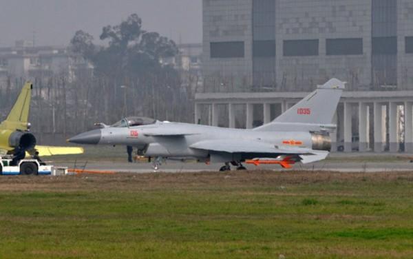 Máy bay J-10 sử dụng động cơ AL-31FN của Nga. Ảnh: Pinterest.