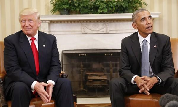 Ông Donald Trump (trái) và Tổng thống Mỹ Barack Obama tại cuộc gặp ở Nhà Trắng hôm 10/11. Ảnh:AP