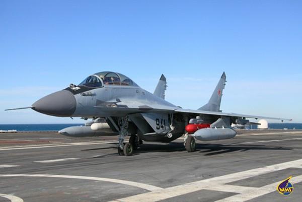 Một chiếc MiG-29KUB trên tàu sân bay Đô đốc Kuznetsov. Ảnh:Migavia.