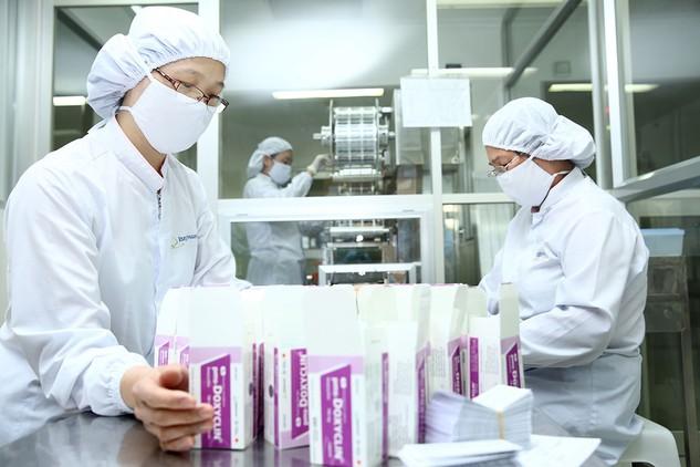 Thuốc sản xuất trong nước mới chỉ đáp ứng khoảng 45% nhu cầu nội địa. Ảnh: Lê Tiên