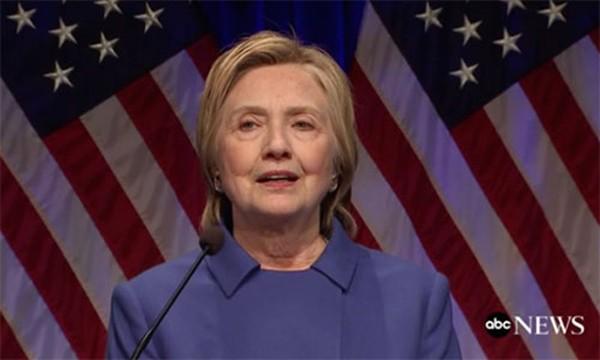 Bà Clinton phát biểu tại một sự kiện của Quỹ Bảo vệ Trẻ em (CDF) ở thủ đô Washington, Mỹ, tối 16/11. Ảnh: ABC News