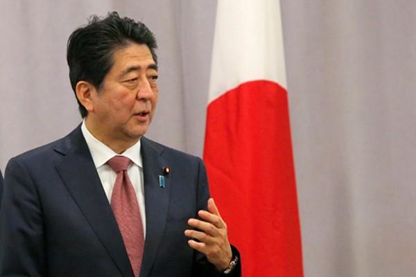 Thủ tướng Abe phát biểu sau cuộc gặp với ông Trump ở Manhattan, New York. Ảnh: Reuters