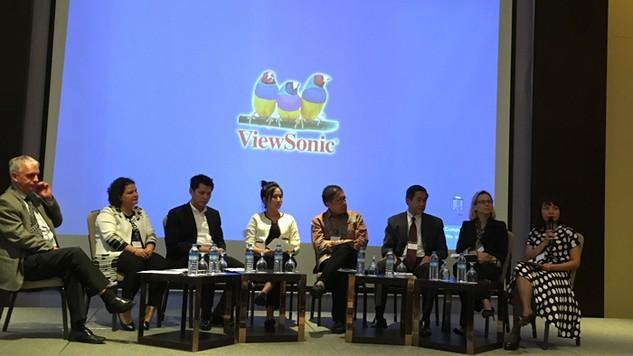 Chuyên gia đấu thầu các nước trong ASEAN chia sẻ cách thức giải quyết nhiều vấn đề gai góc trong đấu thầu. Ảnh: Bảo Long
