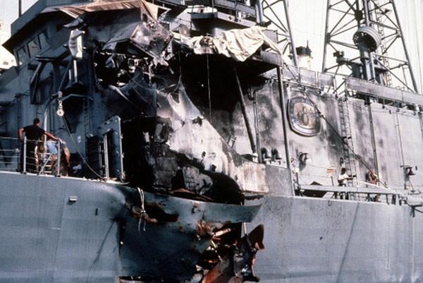 USS Stark bị thương nặng do hai quả Exocet của Iraq. Ảnh:Wikipedia.