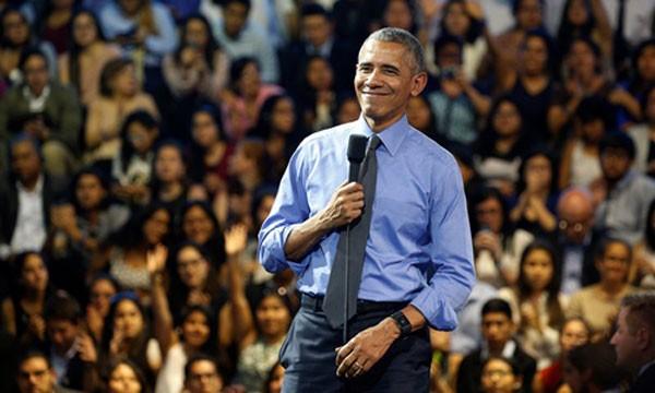 Tổng thống Mỹ Barack Obama hôm qua tươi cười trong buổi gặp mặt các nhà lãnh đạo trẻ ở Đại học Công giáo Peru, thủ đô Lima. Ảnh:Reuters