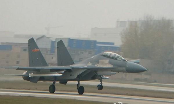 Hình ảnh chiếc tiêm kích J-16 mang tên lửa lạ bị rò rỉ trên mạng xã hội Weibo Trung Quốc. Ảnh: Eastpendulum