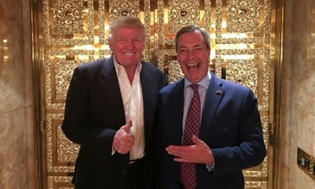Donald Trump và Nigel Farage gặp nhau tại Tháp Trump. Ảnh: AFP.