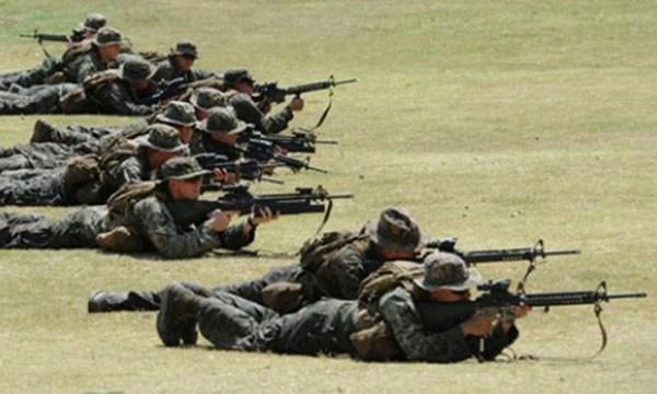 Quân đội Mỹ và Philippines trong cuộc tập trận chung Balikatan năm 2013. Ảnh: AFP.