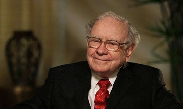 Warren Buffett không tỏ ra lo lắng khi Donald Trump đắc cử. Ảnh:CNN