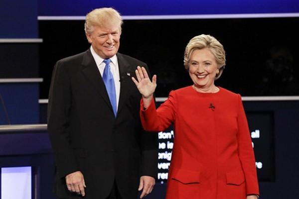Ông Donald Trump và bà Hillary Clinton trong cuộc tranh luận tổng thống. Ảnh:AP