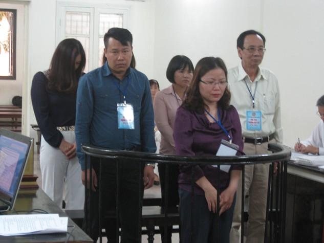 Các bị cáo tại phiên tòa cuối tháng 4/2016. Ảnh: Hà Linh