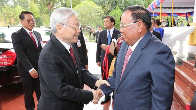 Tổng Bí thư Nguyễn Phú Trọng và Tổng Bí thư, Chủ tịch nước Lào Bounnhang Volachith nhất trí duy trì các cuộc tiếp xúc thường xuyên giữa lãnh đạo cấp cao hai Đảng, hai nước.  Ảnh: Trí Dũng - TTXVN